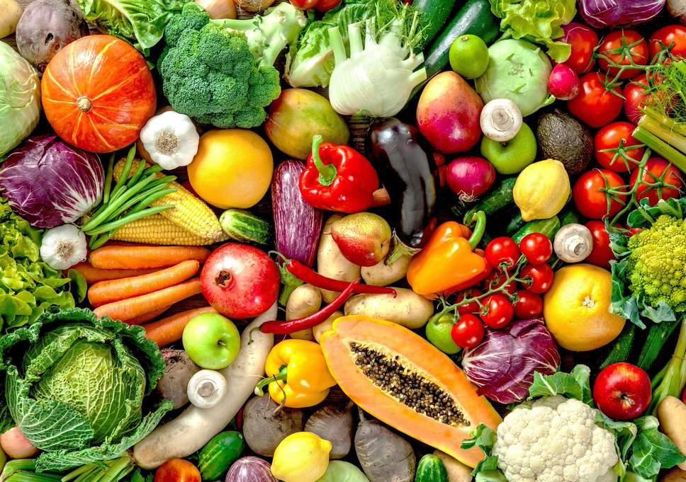 Ăn nhiều rau xanh, trái cây tươi giúp giảm mệt mỏi kéo dài không rõ nguyên nhân